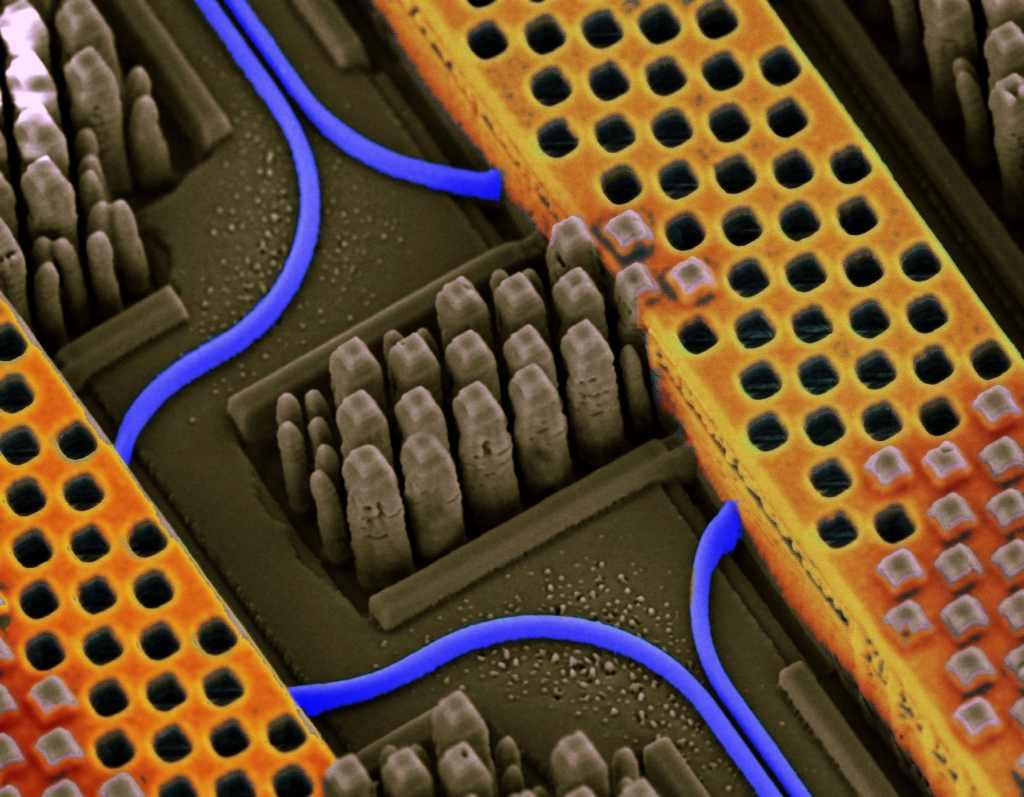 """νανοφωτονική τεχνολογία στα """"τσιπάκια"""" της IBM."""